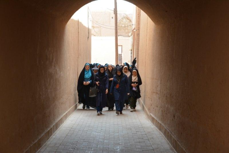 آلبوم عکس؛ اجرای طرح سهشبنه گردی دانش آموزان در بافت تاریخی یزد